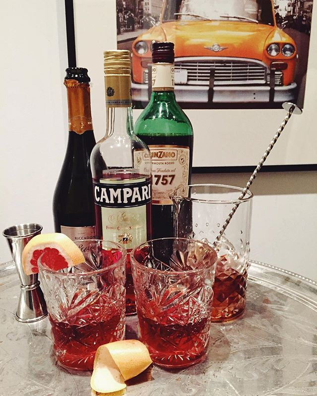 Some @campariofficial Negroni Sbagliato cocktails to kickstart the weekend!!!  #CampariCalendar #GoSweet