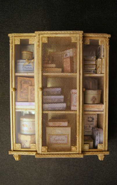 Armoire/display cabinet - Tutorial (Fr) with good general tips & suggestions | Source: Nono Mini Nostalgie