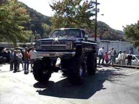 Apple Day 2008 Lifted Trucks Parade