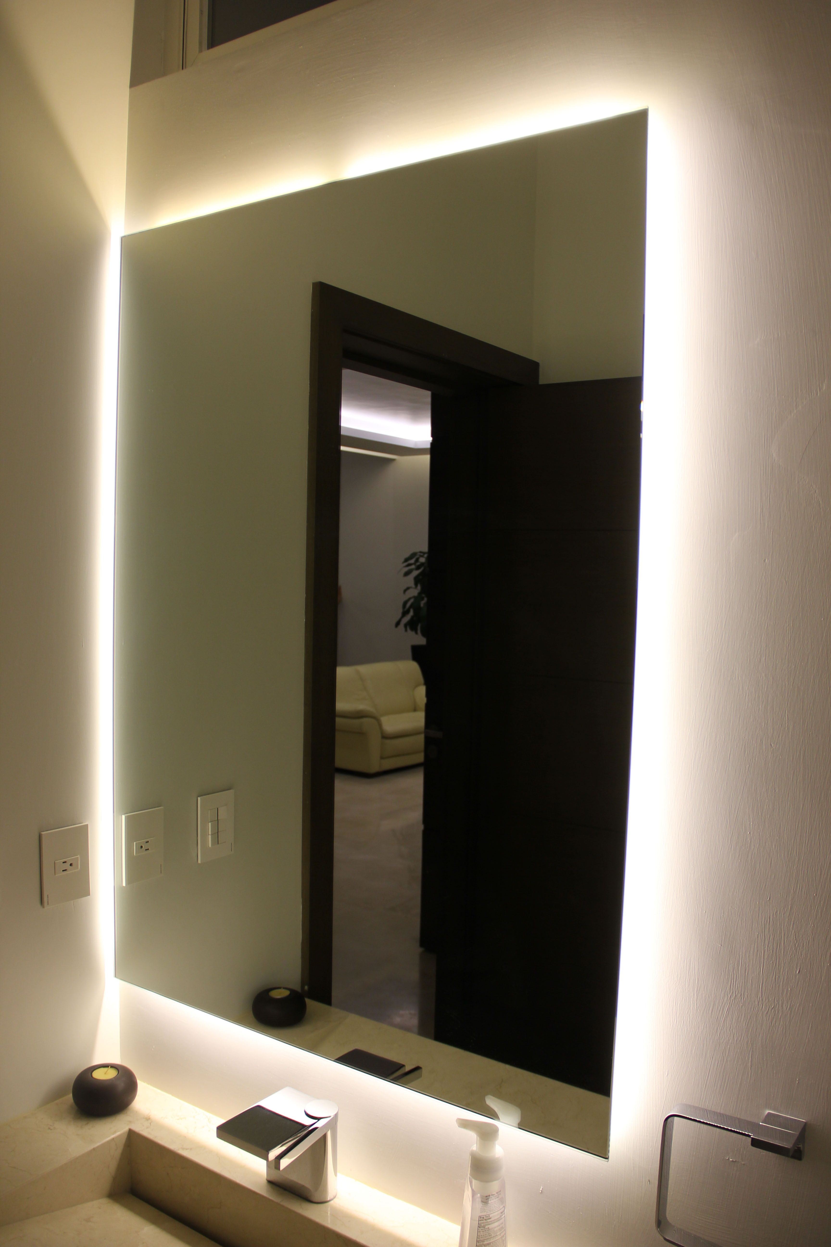 Acentos empotrados detr s de espejos de ba os y cajillos - Luz para banos ...