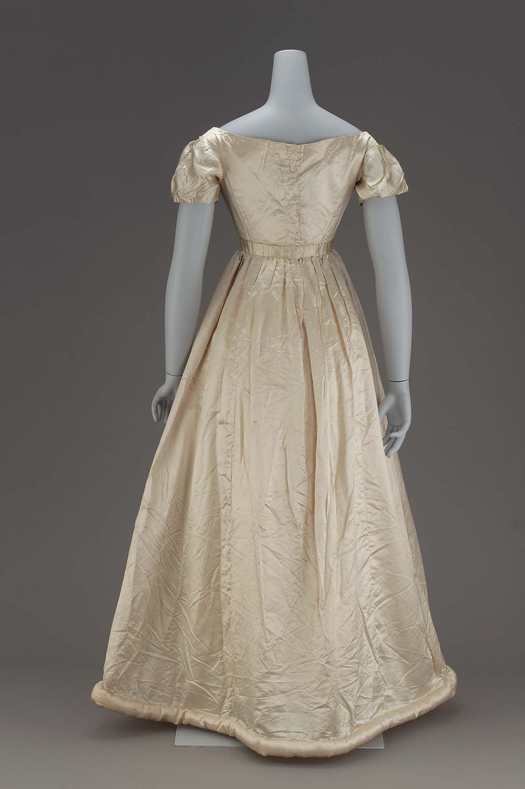 c.1817 Dress, English or American: Silk satin, cotton plain weave, wool batting, metal hook and eye closures (view 2)