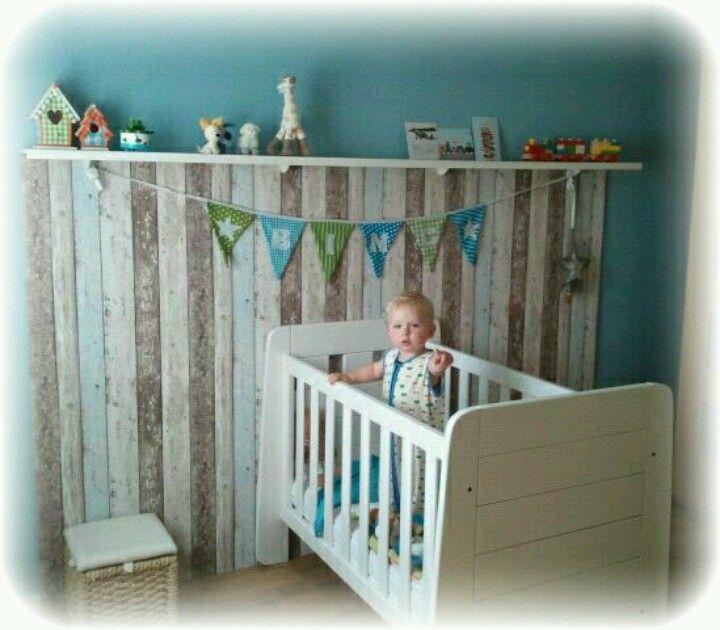 Diy kids gaaf muurtje van steigerhout behang zee kamer for Behang kamer