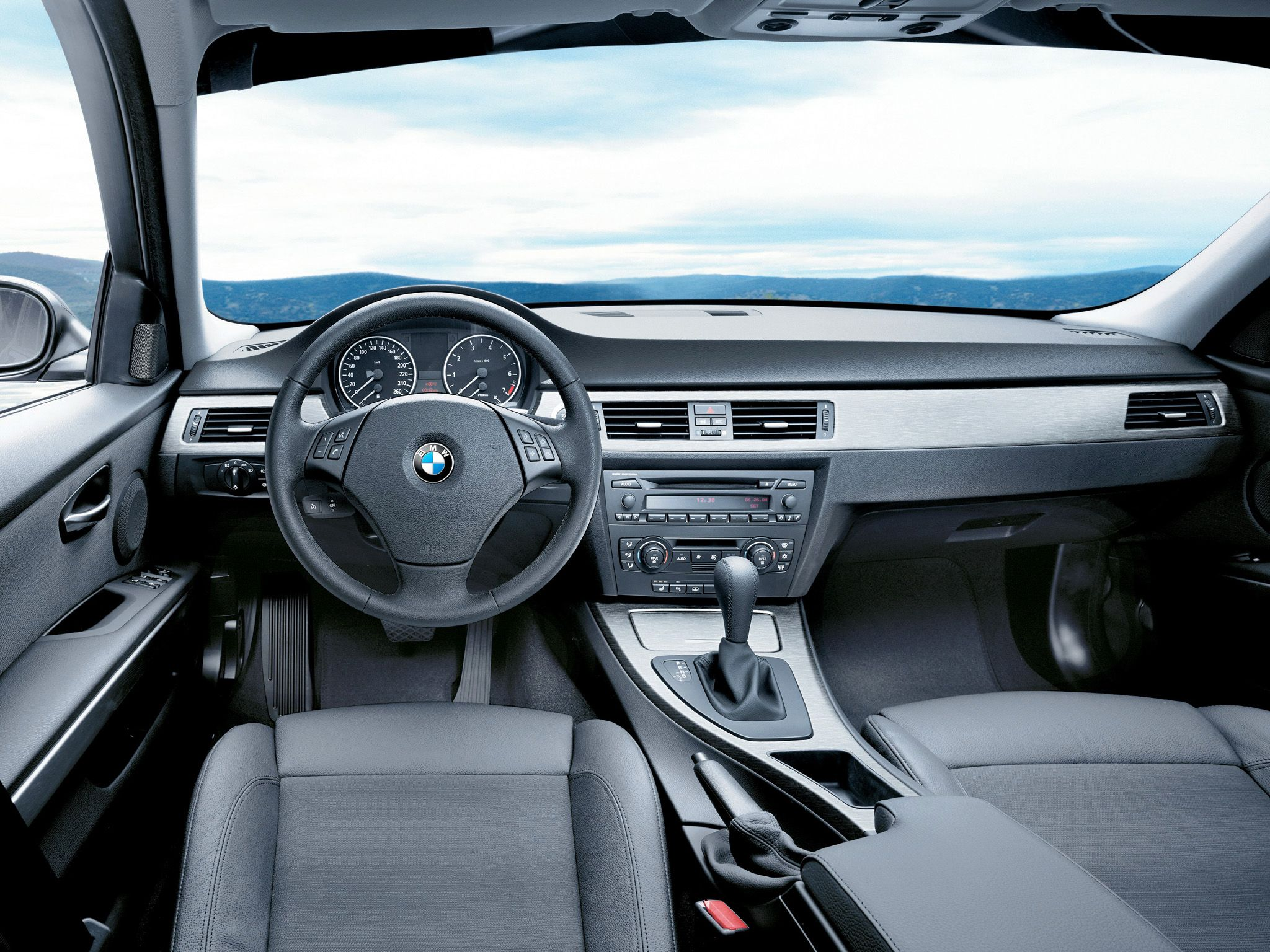 E90 bmw 330i dashboard very sober lay out
