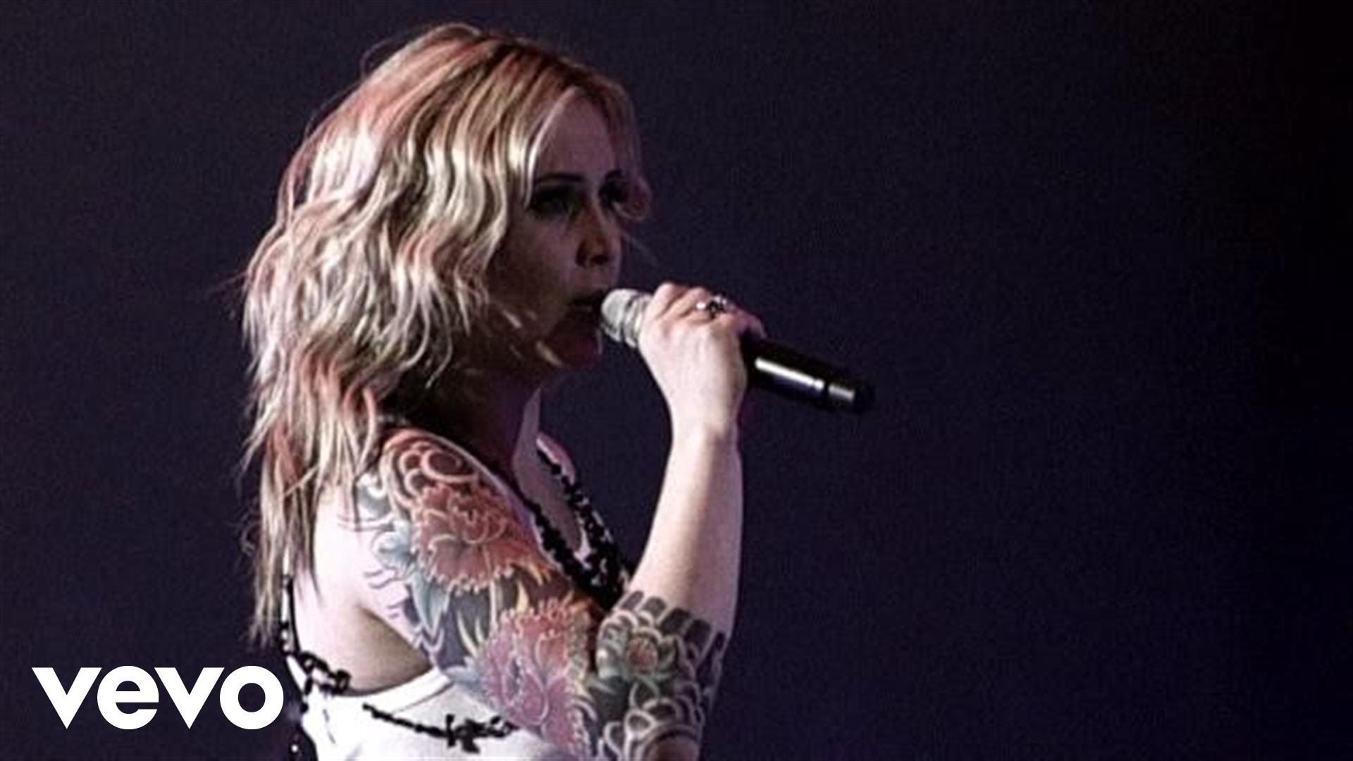 Music video by Anouk performing Nobody's Wife (Live).