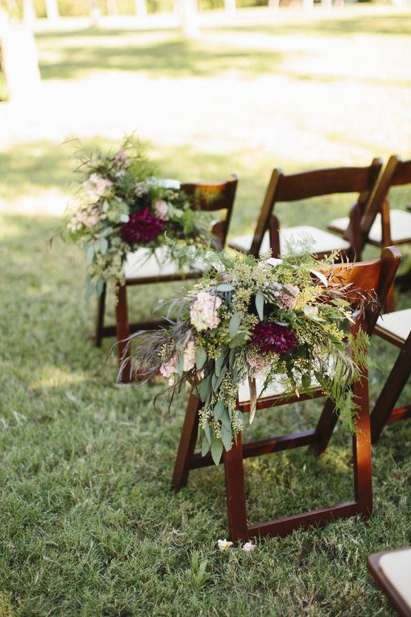 Fall texas wedding by sara rocky marr n sillas y for Sillas marrones