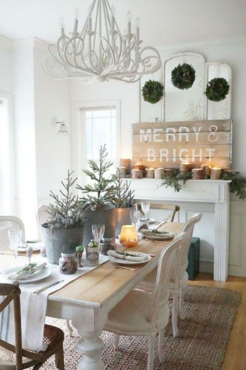 48 Beautiful Winter Dining Room Table Decor Ideas Which ...