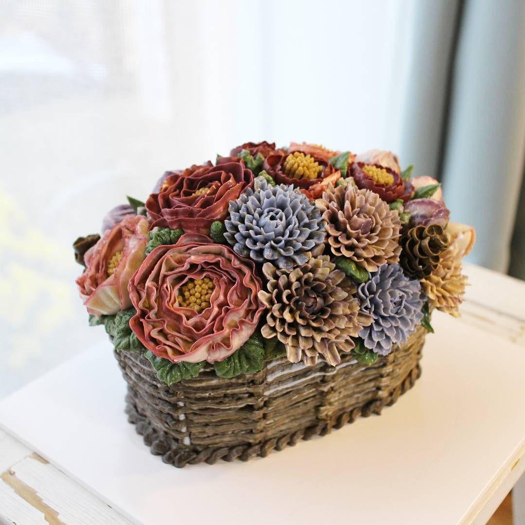 「 2nd advanced class 수강생님 작품~~   #바구니케이크  #플라워케이크  #플라워케익 #대구플라워케이크  #버터크림플라워케이크  #꽃 #꽃케이크 #꽃스타그램  #베이킹 #케이크  #flowercake  #flower  #basket  #basketcake… 」