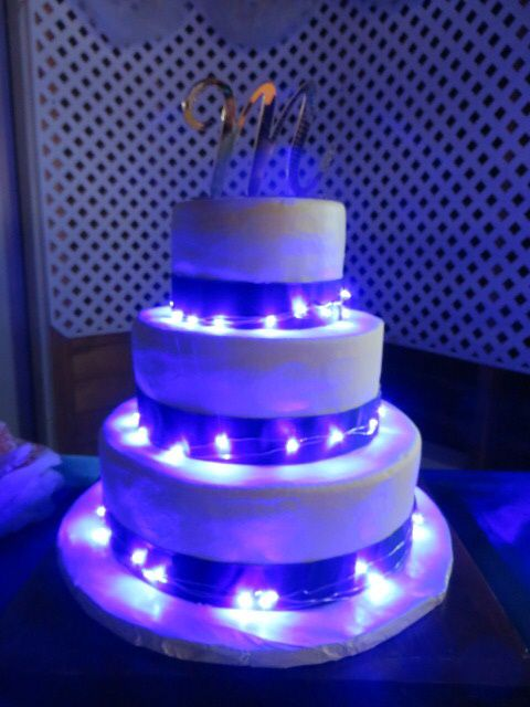 wedding cake with fairy lights lights on a wedding cake my cakes cake 26872