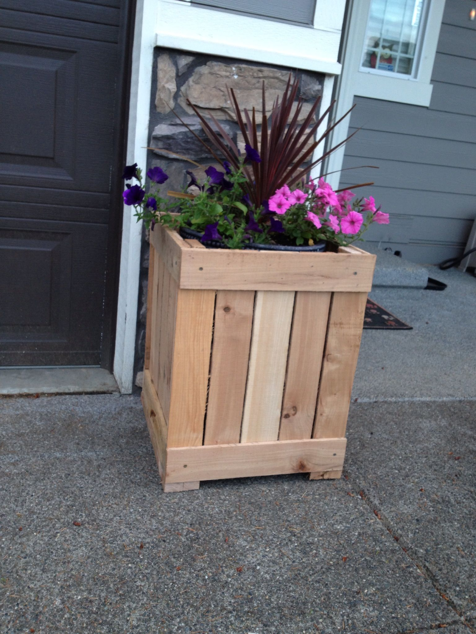Diy Planter Box From Pallets Unfinished Planter Box Made Out Of Pallets My Completed