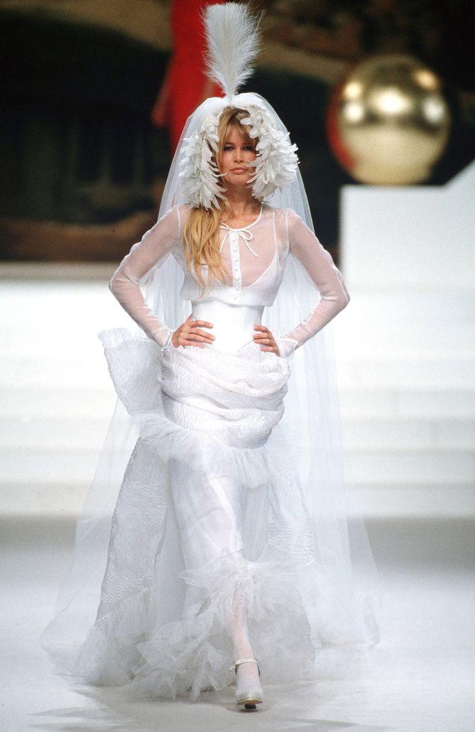 Vestiti Da Sposa Karl Lagerfeld.Claudia Schiffer Abiti Da Sposa Sposa E Claudia Schiffer
