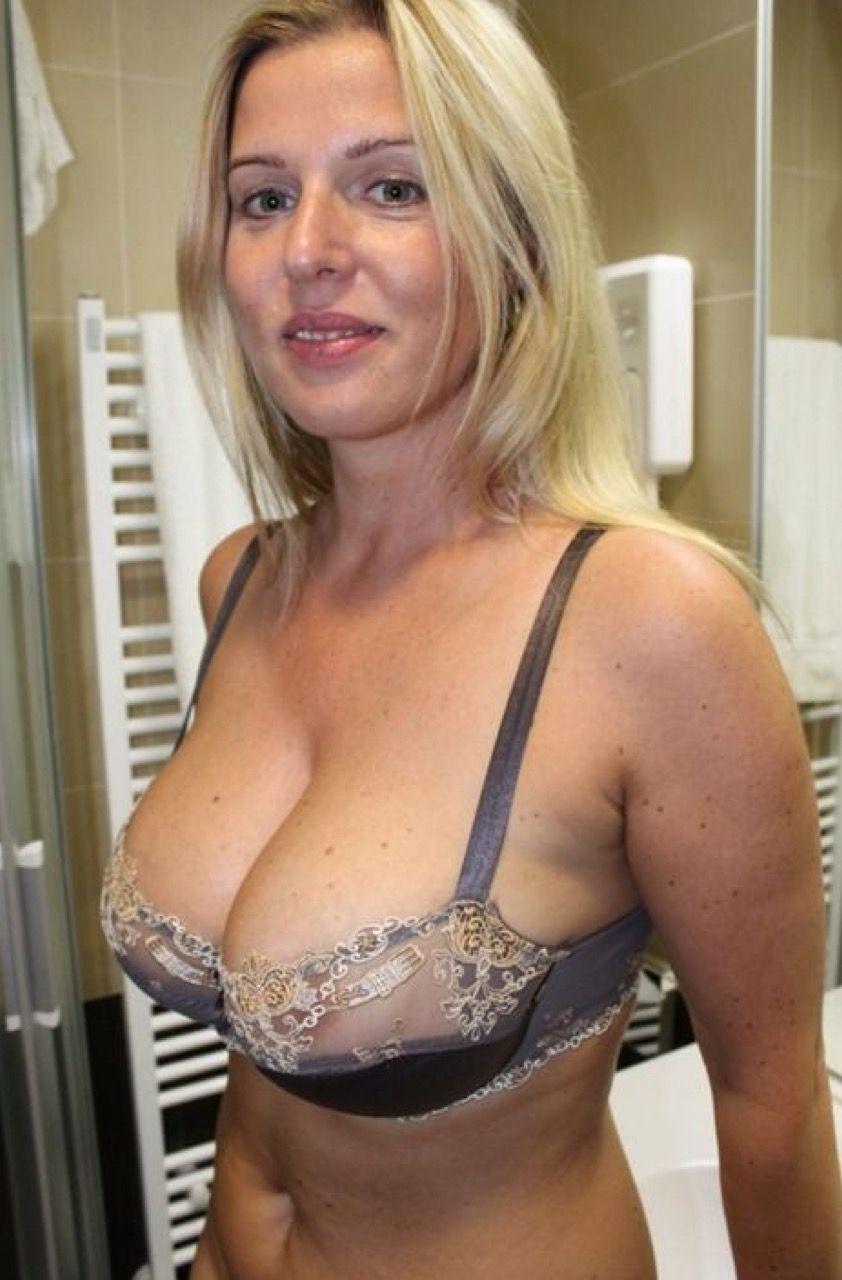 blonde hausmutti sucht sexuelle abwechslung und seitensprung   milf