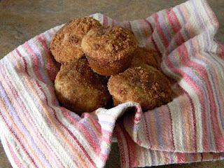 lots of muffin tin ideas AND Amish Friendship Bread...yummmmmy!