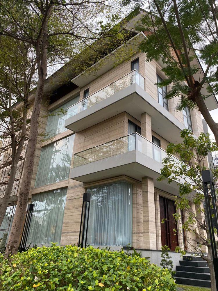 Desain Rumah Minimalis Modern Tren 2020 Proyek Kaca Ruma Crown Golf Di 2020 Rumah Minimalis Desain Rumah Rumah Modern