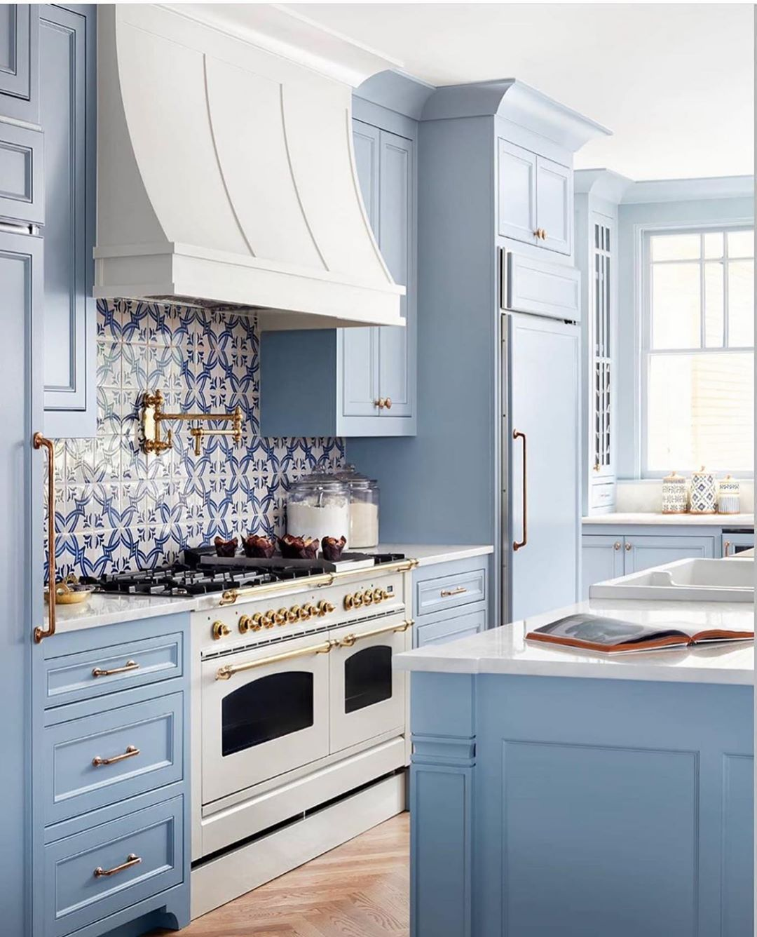 Kitchens Of Instagram On Instagram This Kitchen Is So Bright And Beautiful We Can T Help But Smile By A In 2020 Classic White Kitchen Blue Kitchens Kitchen Design