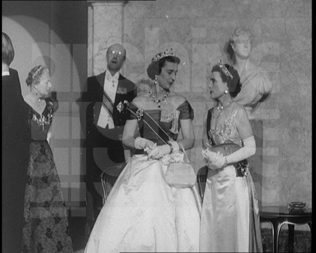 Two For The Price Of One Princess Alice Wearing The Honesuckle Tiara And Princess Marina Wearing Royal Tiaras British Royal Families Prince Michael Of Kent [ 819 x 1024 Pixel ]