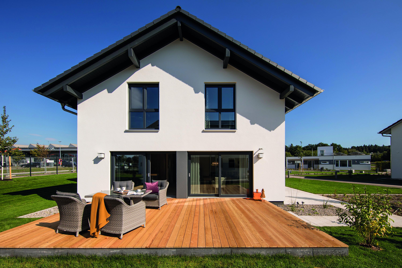 Der Holzboden der Terrasse für viel Gemütlichkeit im