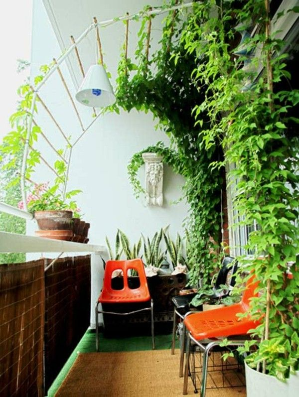 chaises oranges et plantes grimpantes pour balcon vert pinterest balcon jardins et. Black Bedroom Furniture Sets. Home Design Ideas