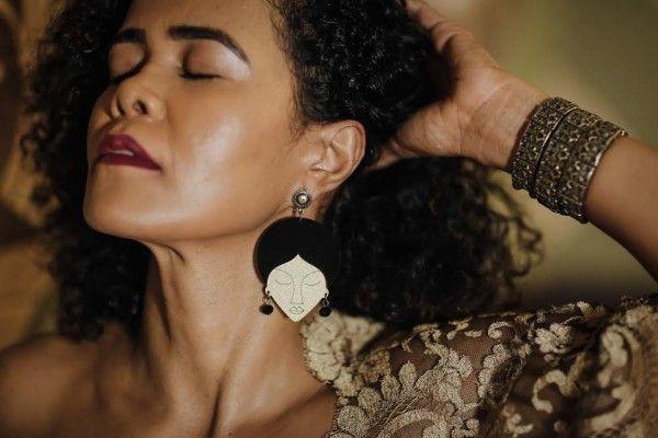 Billie Holiday earring by Trocando em Miúdos. Kátia Betman – Fotos: Andrea Rego Barros/Divulgação