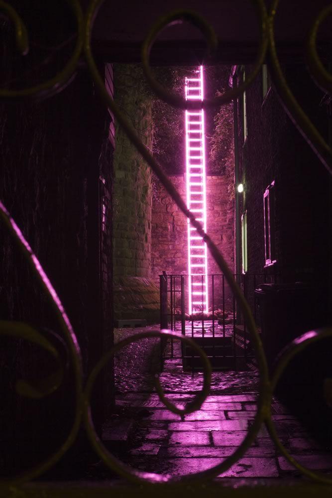 Echelle von Ron Haselden, ein Teil von Lumiere, produziert von Artischocke in Durham 2009. Foto copyright Matthew Andrews. - Lichtkunst #lightartinstallation