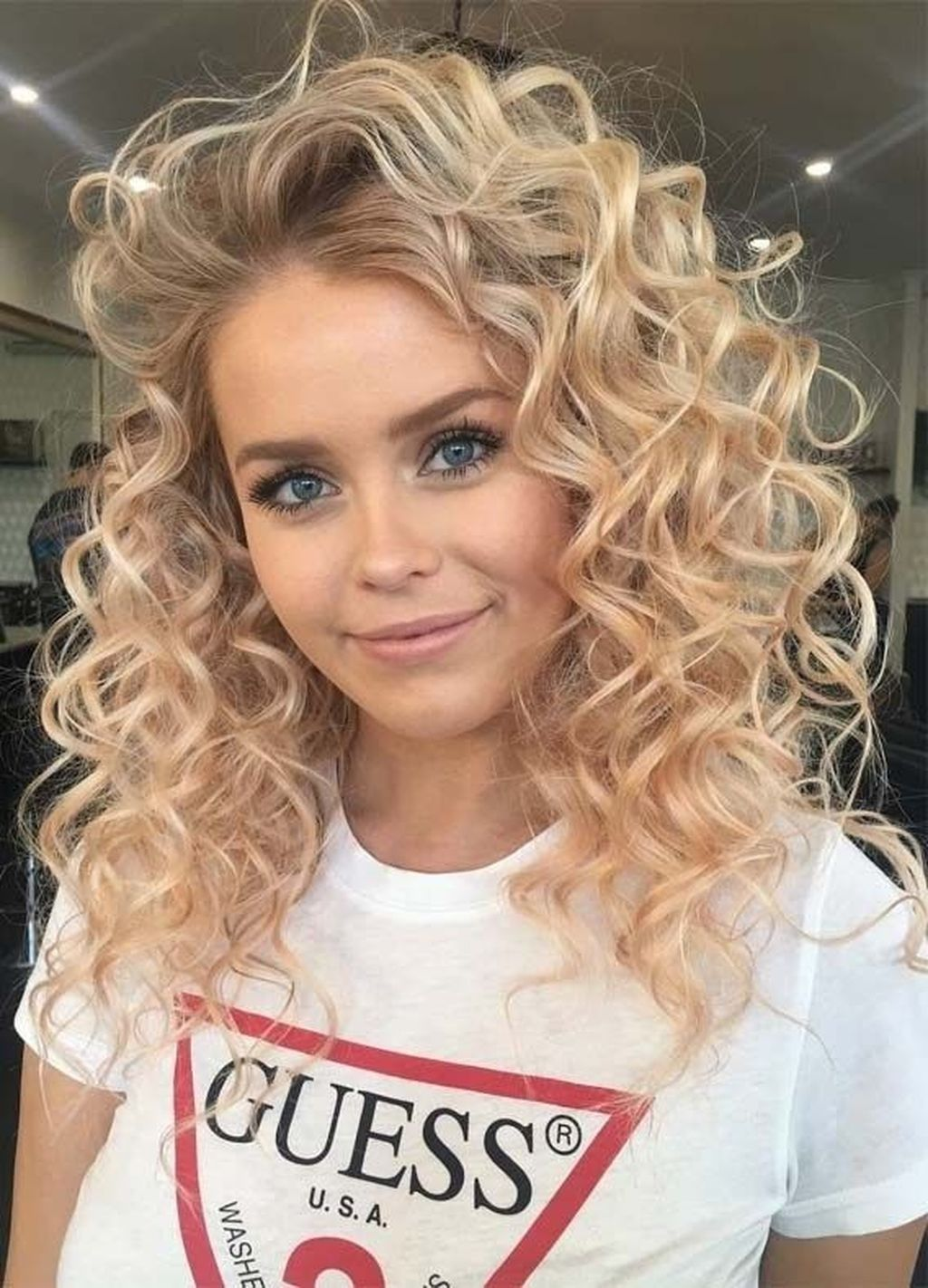47 Inspiring Curly Hairstyles Ideas For Teenage Women This Year Cute Curly Hairstyles Medium Hair Styles Hair Styles