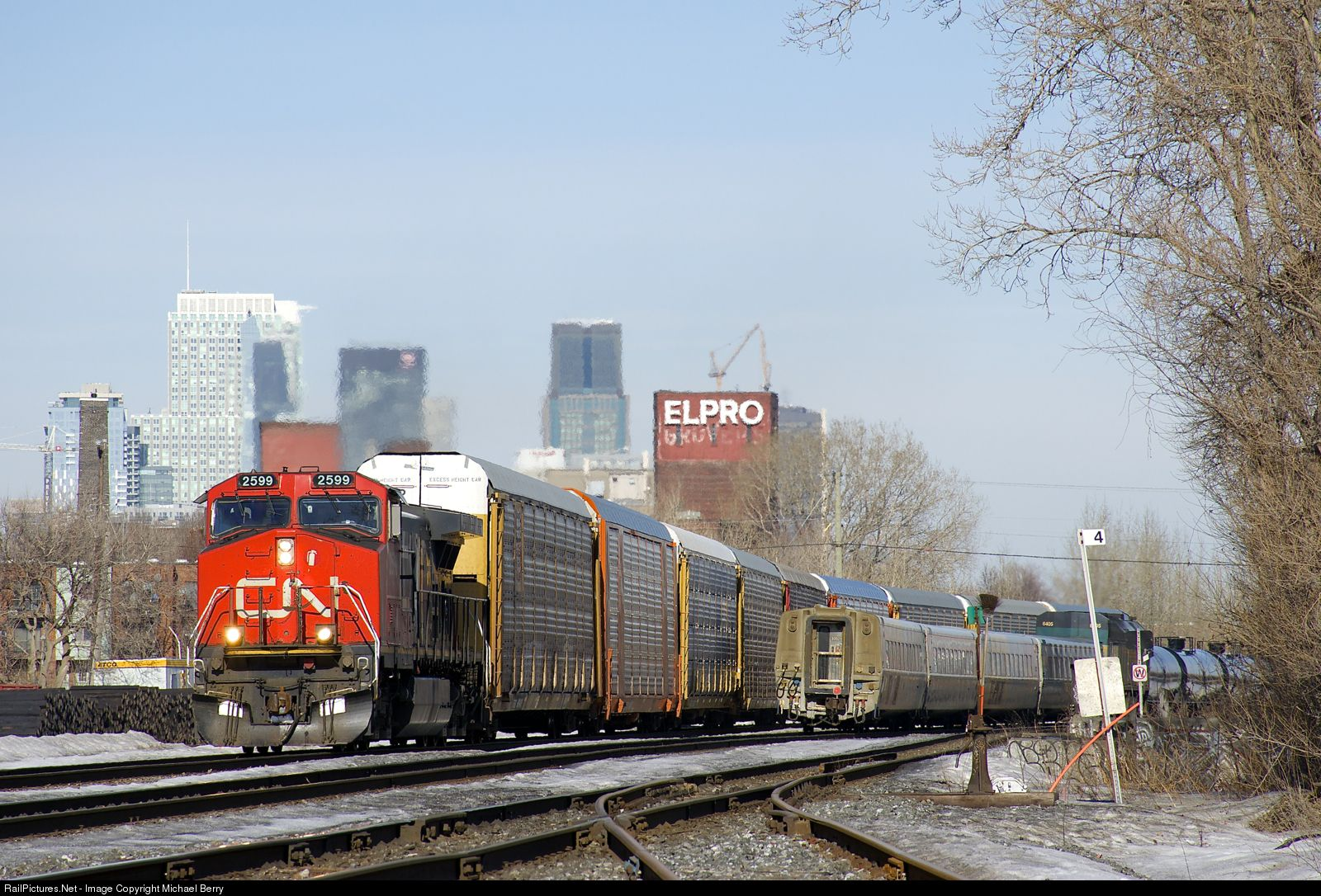 Net Photo: CN 2599 Canadian National Railway GE C44-9W (Dash 9-44CW) at  Montreal, Quebec, Canada by Michael Berry