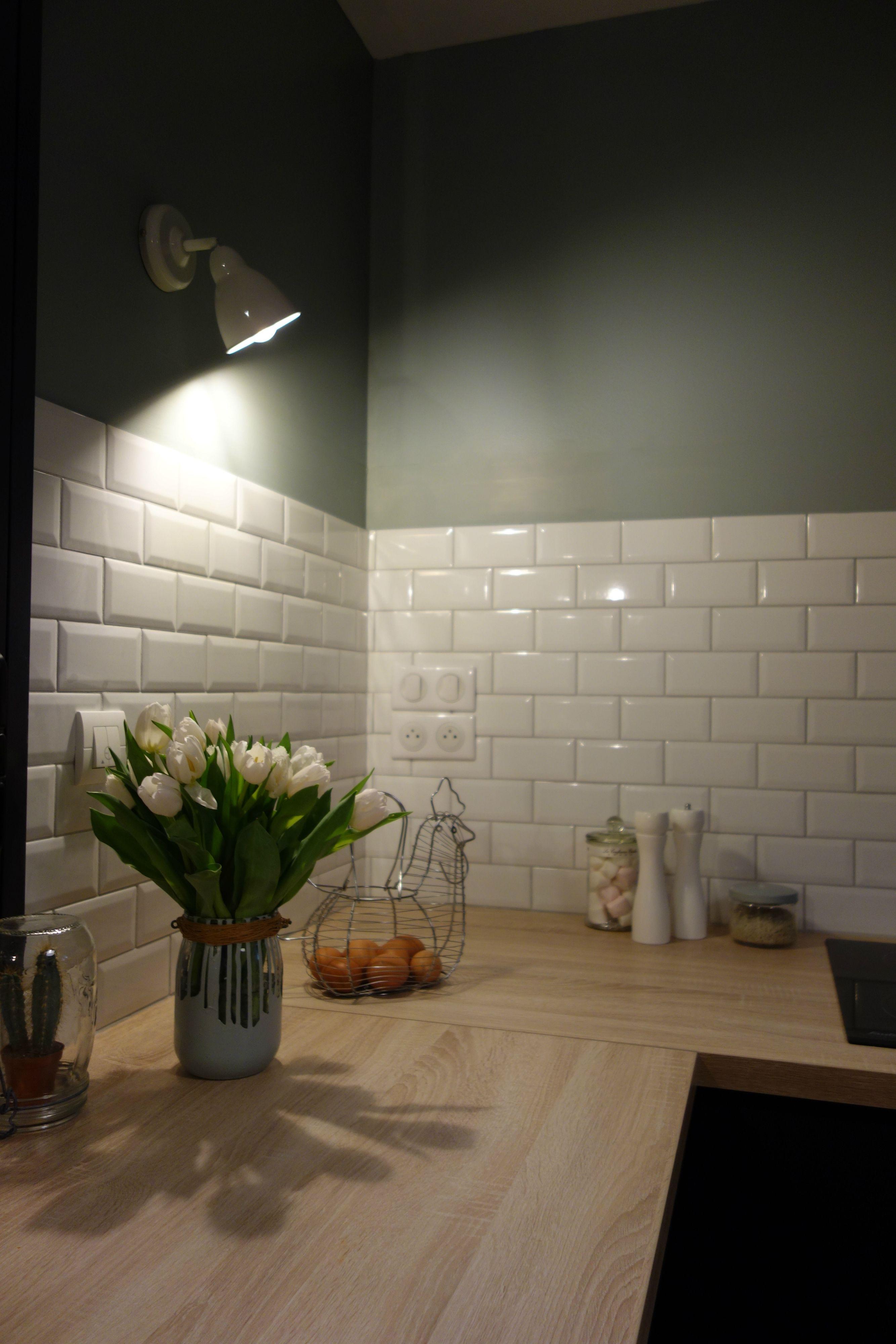 cuisine carrelage carreaux m tro couleur vert de gris. Black Bedroom Furniture Sets. Home Design Ideas