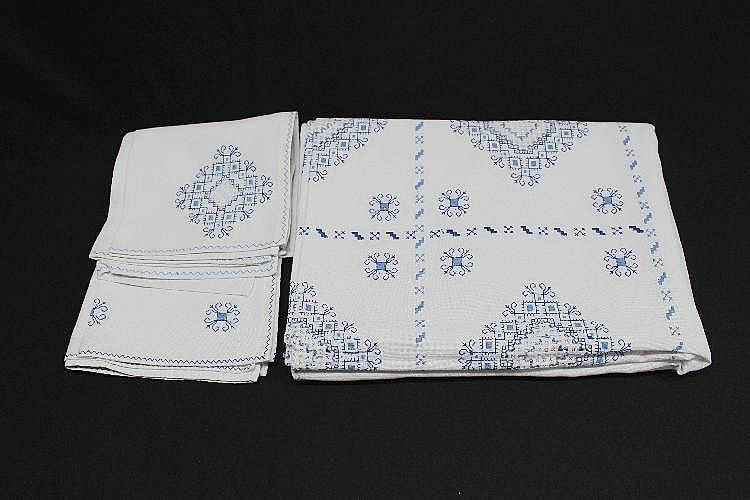 TABLE EMBROIDERY LINEN FOR TWELVE SERVICES