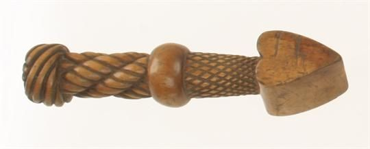 """A very attractive and nicely carved sailmakers boxwood seam rubber 5"""" o/a (Russell collection) G+"""