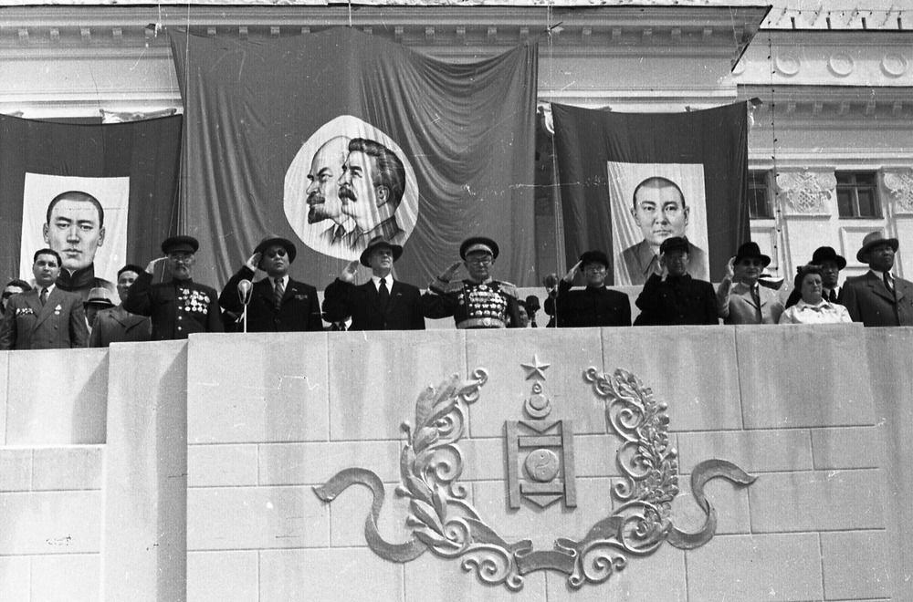 Celebration of People's revolution anniversaries and of Naadam festivities in Ulaanbaatar [1940s-1950s].