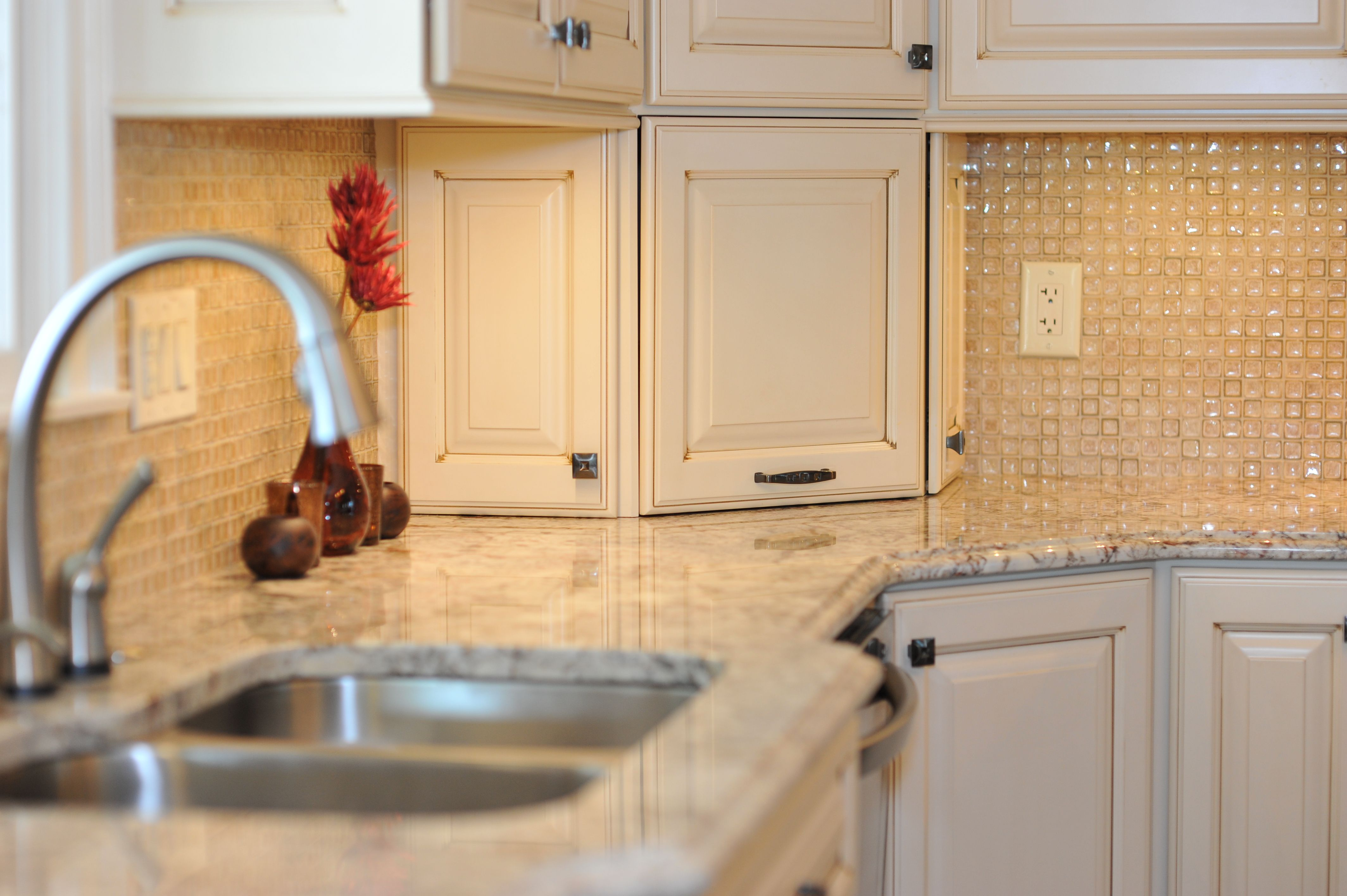 KEY FEATURES TO CHECK IN BUYING CRACKLE GLASS TILE MOSAICS   Crackle ...