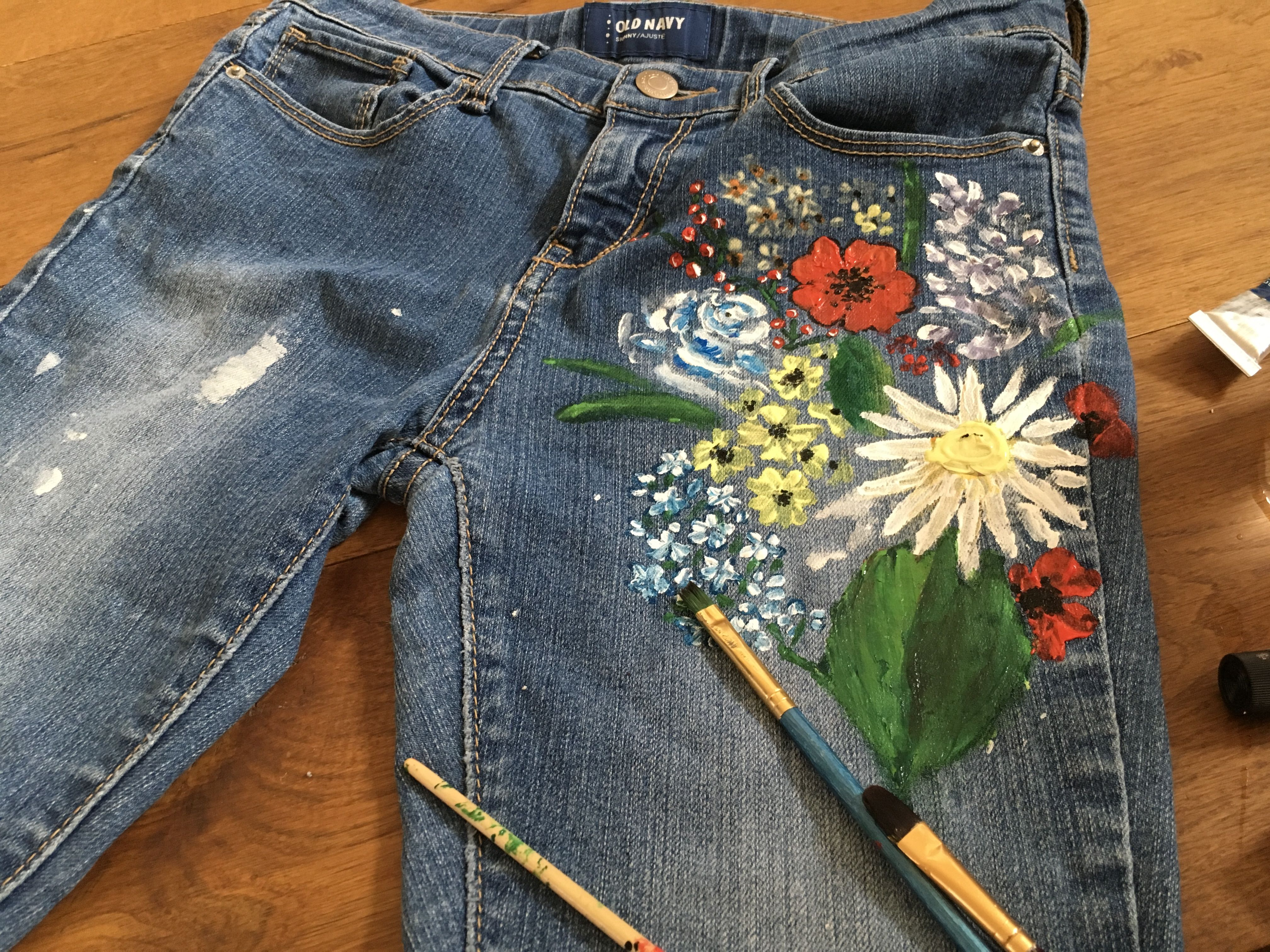 Painting on jeans Painted jeans, Painted clothes, Jeans diy