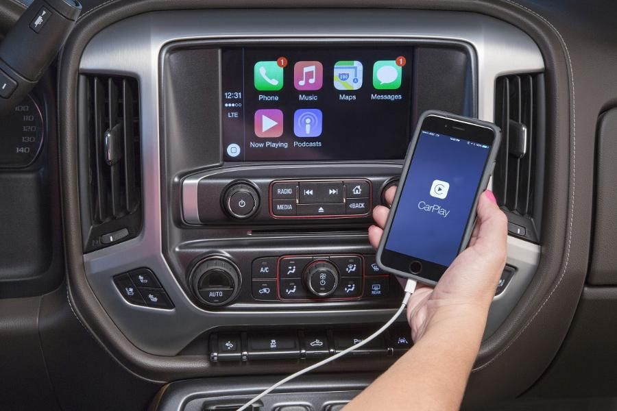 9. Apple Car Play / Android Auto Android auto