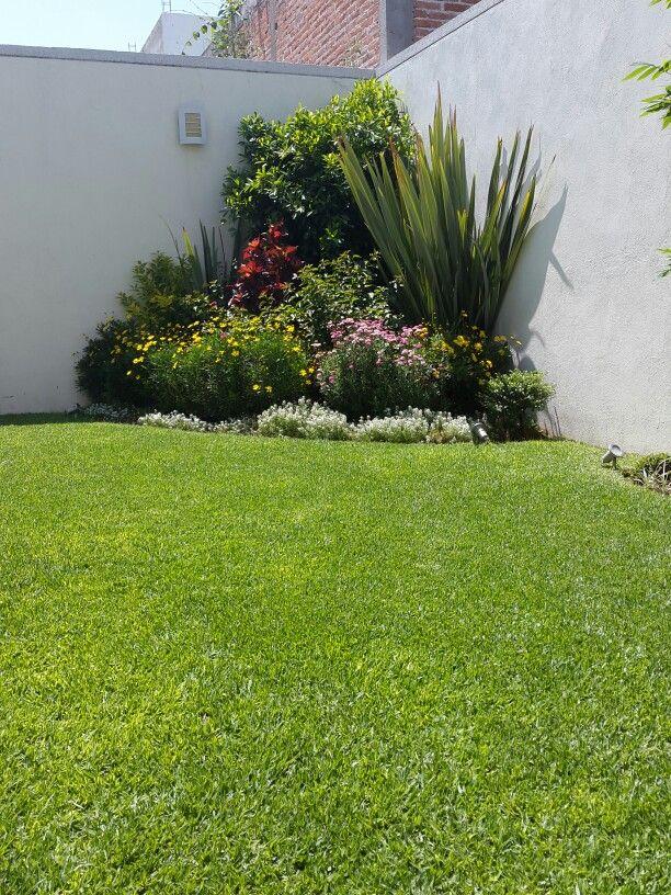 Dise odejardines casa pinterest for Modelos de jardines en espacios pequenos