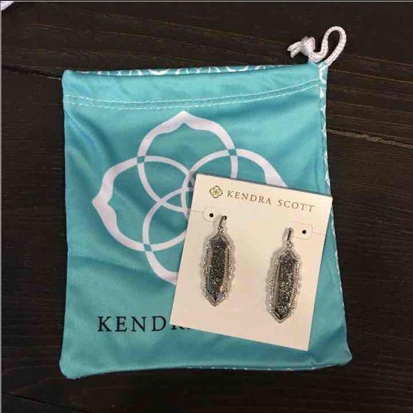 Kendra Scott Fran earrings silver drusy BNWT Kendra Scott Fran earrings. Retails for $175 and comes with Kendra Scott bag. Beautiful silver and tons of sparkle!!! Also have these available in gunmetal black... Kendra Scott Jewelry Earrings
