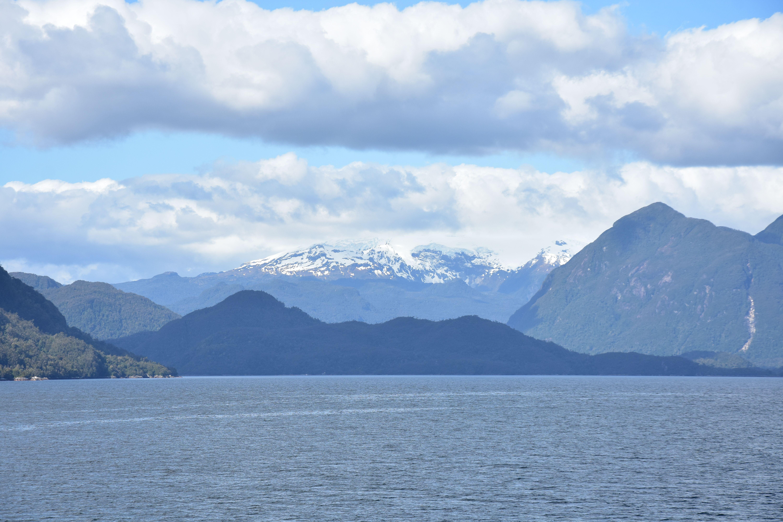 Primera visión de la cordillera de los Andes llegando a Puerto Chacabuco