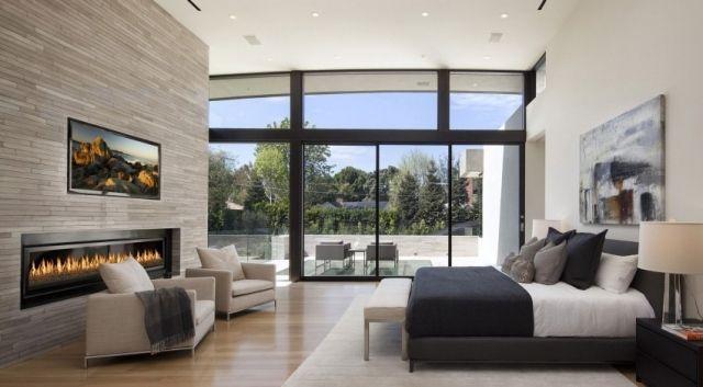 schlafzimmer fensterfront kaminofen wand fernseher house. Black Bedroom Furniture Sets. Home Design Ideas