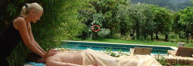 Lassen Sie sich von Kopf bis Fuß rundum verwöhnen! Ganz bewusst Körper und Seele in Einklang bringen und entspannen – und das alles bei Ihnen zu Hause auf Ihrer Ferienfinca. Unser Wellness-Team verwöhnt Sie gerne in Ihrem Mallorca Urlaubsdomizil.