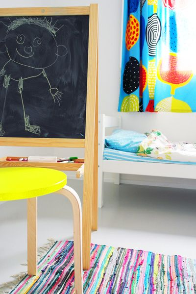 lastenhuone,pojan huone,värikäs sisustus,värikäs,marimekko verho