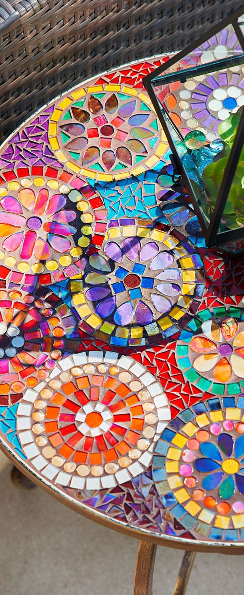 Gorgeous and bright mosaic table Spring Decorating