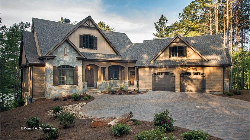 Craftsman Style House Plan 4 Beds 4 Baths 2896 Sq Ft Plan 929 970 Craftsman House Plans Ranch House Plans Craftsman Style House Plans