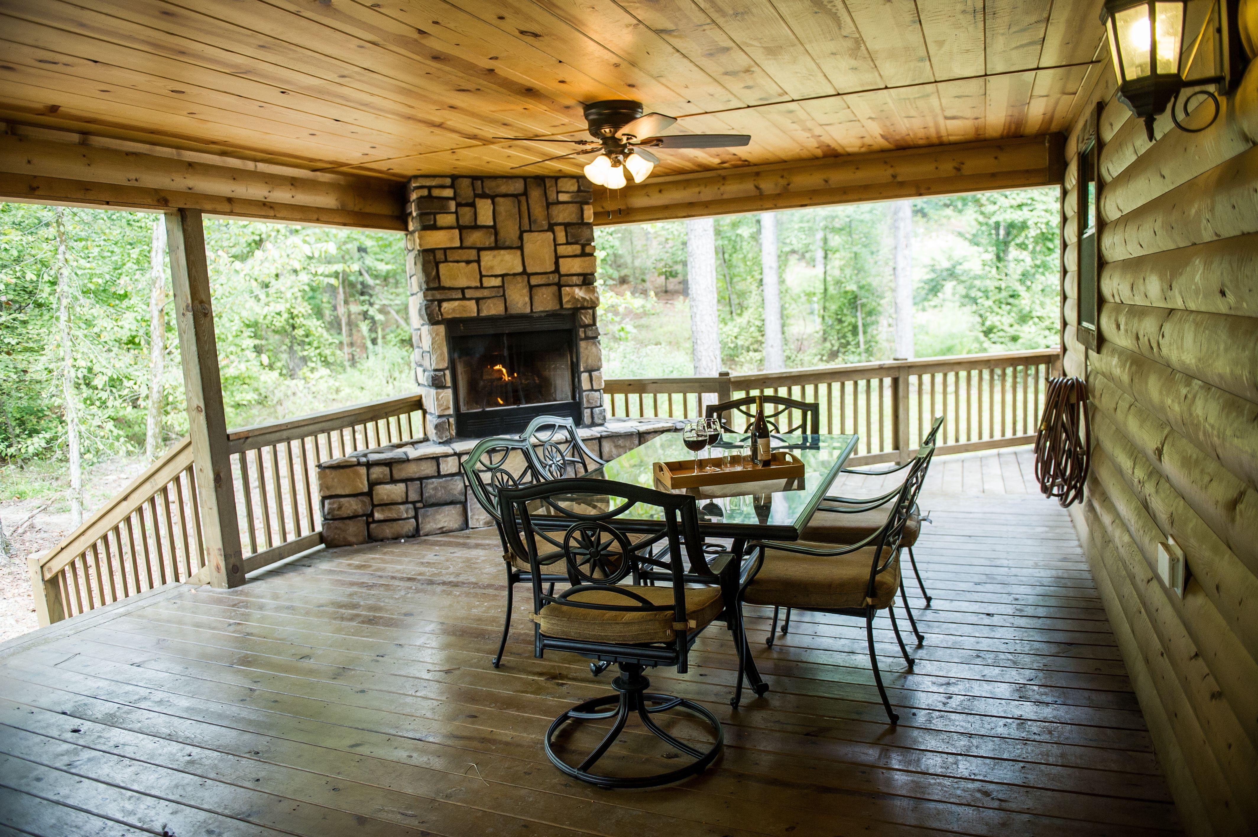 Hearthstone Lodge Beautiful 3 Bedroom 2 Bath Luxury Cabin Nestled In The Beavers Bend Ok Area Near Broken Bo Indoor Gas Fireplace Large Hot Tub Luxury Cabin