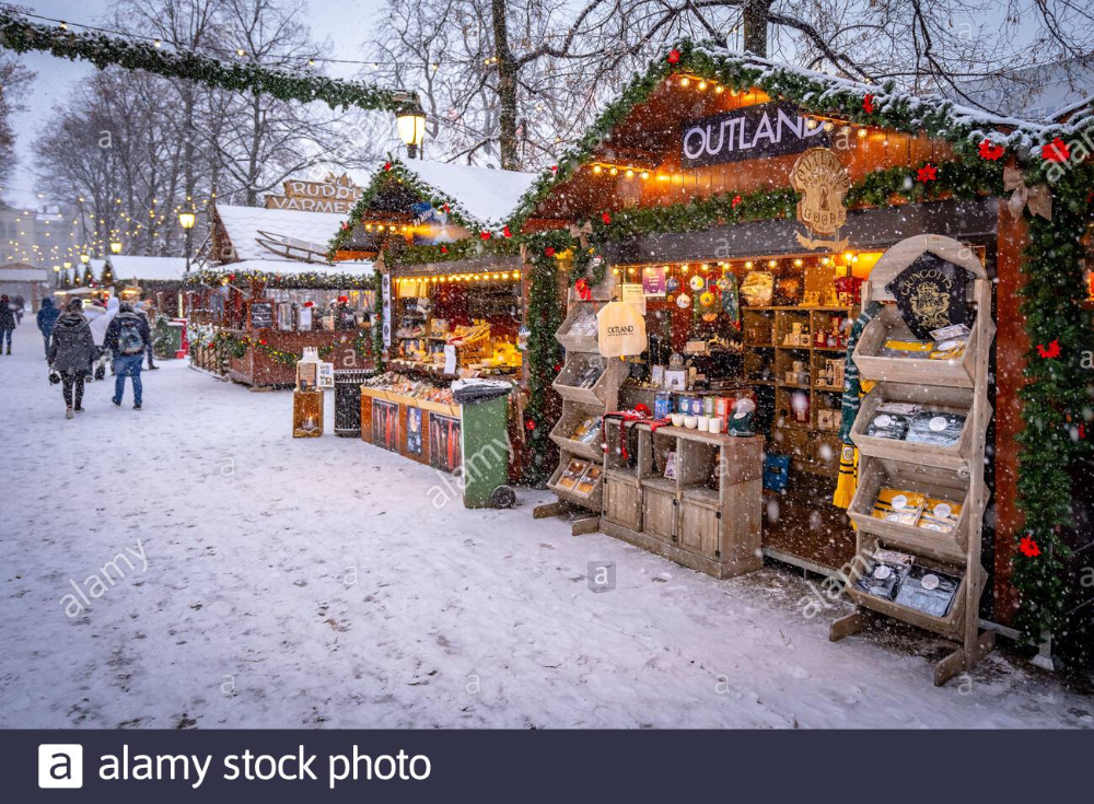 Download This Stock Image Oslo Norway Traditional Christmas Market With Falling Snow 2ahg16g From Alamy S Libr In 2020 Christmas Market Oslo Christmas Traditions