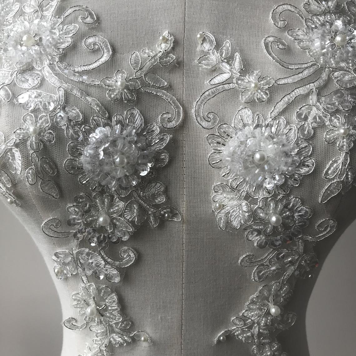En dentelle de mariée Applique motif avec Perles Sequin Perle A Coudre sur Robe de mariée 1 paire