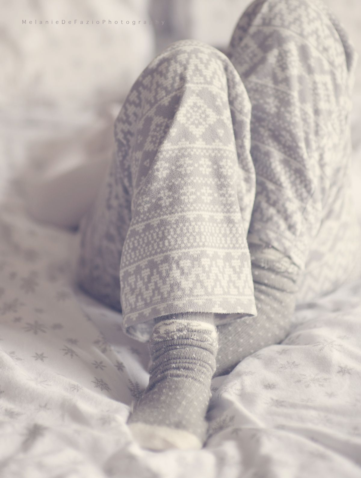 snowflake flannel sheets, cozy fleece pj pants and warm cozy socks ... - Flanell Fleece Bettwasche Kalten Winterzeit