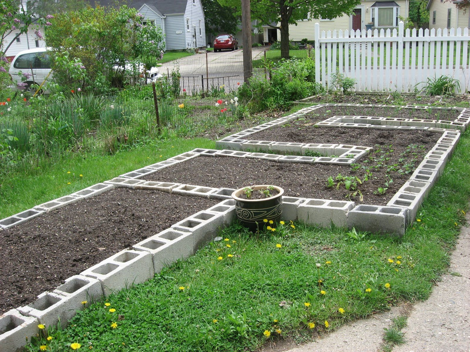 Good Happy Home: Build Your Own Concrete Block Raised Beds