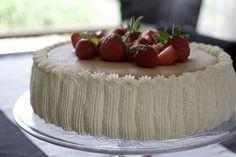 Lagkage med jordbær og nougat-chokomousse - Annemette Voss