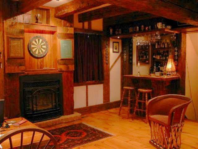 Old English Pub Decor