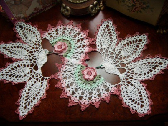Love birds or hummingbirds pineapple lace crochet- wow what an ...
