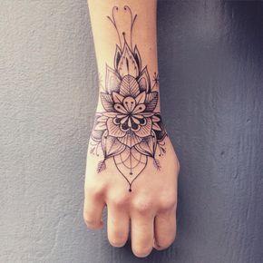 Tatouage de Femme  Tatouage Mandala Noir et gris sur Poignet !