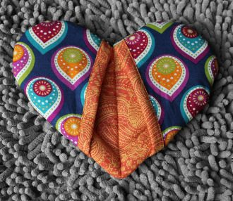 Too Heart to Handle Oven Mitt | Sewing Pattern | YouCanMakeThis.com